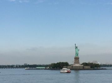 12-Vistas-de-la-Estatua-de-Libertad-desde-el-ferry-de-Staten-Island-algo-que-puedes-hacer-en-Navidad-en-Nueva-York